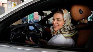 Suudi kadınlar erkeklerden izin almadan seyahat edebilecek