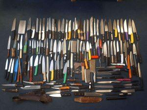 Okullardaki aramalarda bin 144 öğrencide bıçak bulundu