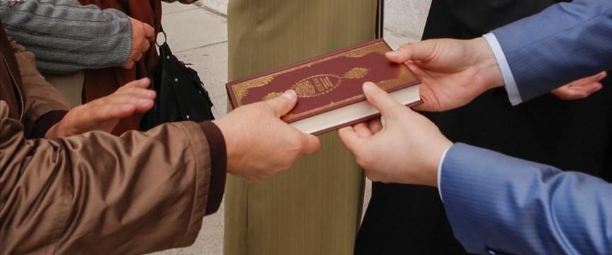 İngiltere'de 'Kur'an-ı Kerim dağıtılmasını yasaklama' teklifi