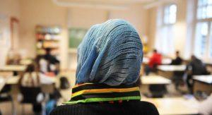 Almanya'da: Başörtü yasağı anayasaya uygun