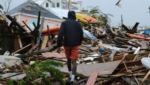 Dorian Kasırgası yıkıp geçiyor