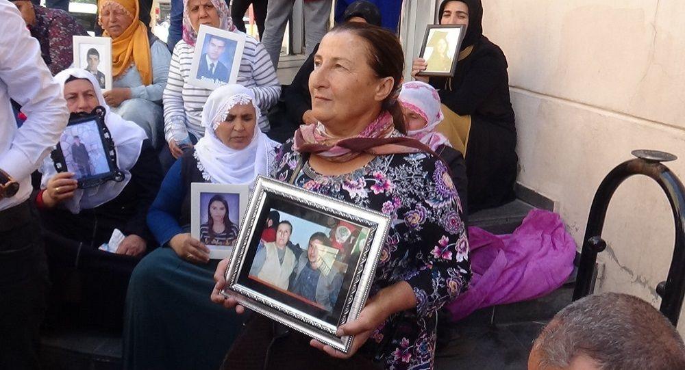 HDP Diyarbakır İl Başkanlığı önünde oturma eylemi yapan aile sayısı 40'a yükseldi