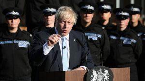 Emniyet Müdürü polisi siyasete alet ettiği gerekçesiyle Johnson'a tepki gösterdi