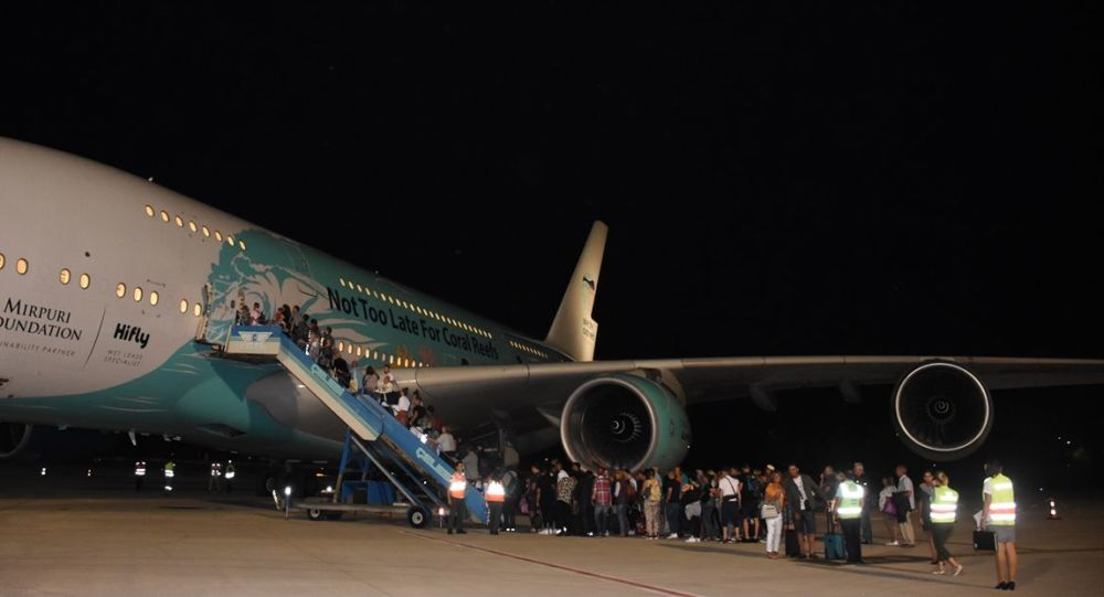 Türkiye'de mahsur kalan Thomas Cook yolcularının ilki Gatwick'e uçtu