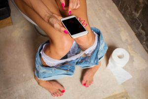 Tuvalette telefon kullanmak hemeroidi tetikliyor