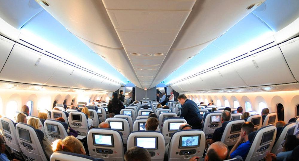 Çinli yolcu uçakta hostesi ısırdı
