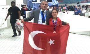 Türk paralimpik yüzücü Londra'da madalya kazandı