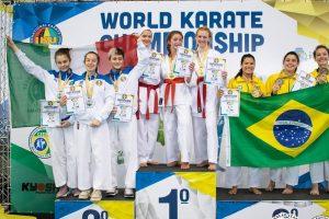 Türk kız kardeşlerden karatede büyük başarı