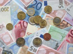 Euro Bölgesi'nde büyüme duraklamaya yakın