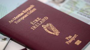 İngilizler işler zorlaşmadan İrlanda pasaportu almaya çalışıyor