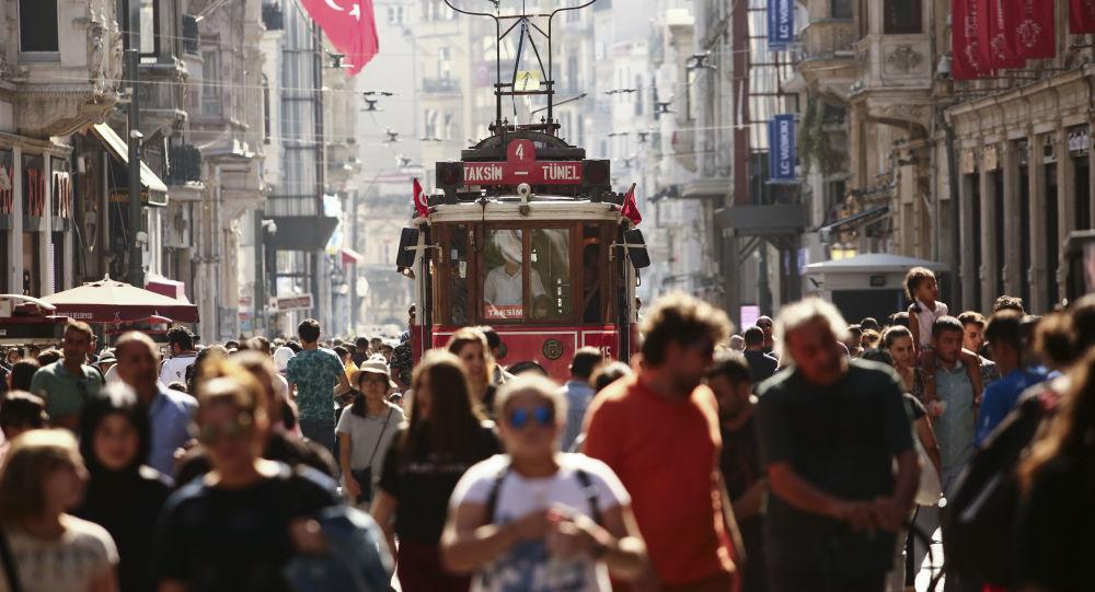 Türkiye'de insanlar en az din adamları ve siyasetçilere güveniyor