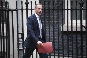 İran'ın nükleer taahhütlerini azaltmasına İngiltere'den tepki