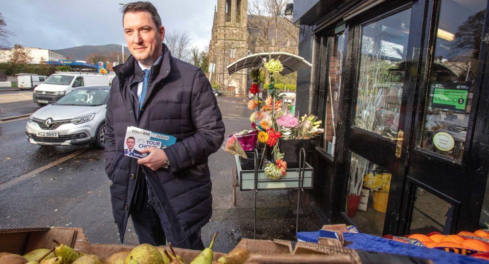 Belfast Belediye Başkanı sokakta idrarını yaparken yakalandı