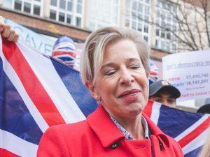İslam karşıtı İngiliz mahkeme tazminatını ödeyebilmek için evini sattı