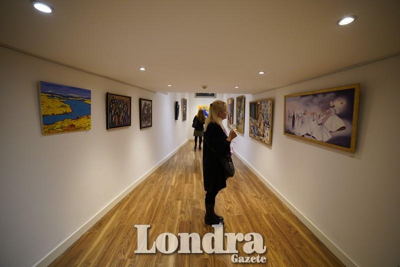 """""""Kelimelerin Ötesinde"""" karma sanat sergisi Londra'da görücüye çıktı"""