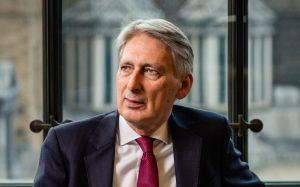 Maliye eski Bakanı Philip Hammond da seçimde aday olmayacak