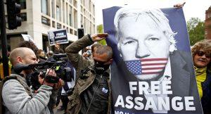 İsveç yönetimi Assange'a tecavüz soruşturmasını kapattı