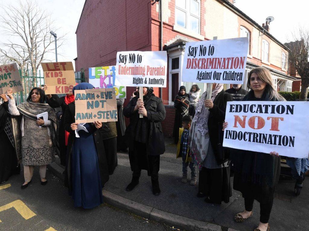 İngiliz mahkemesinden eşcinselliğin anlatıldığı dersi protesto eden velilere yasak