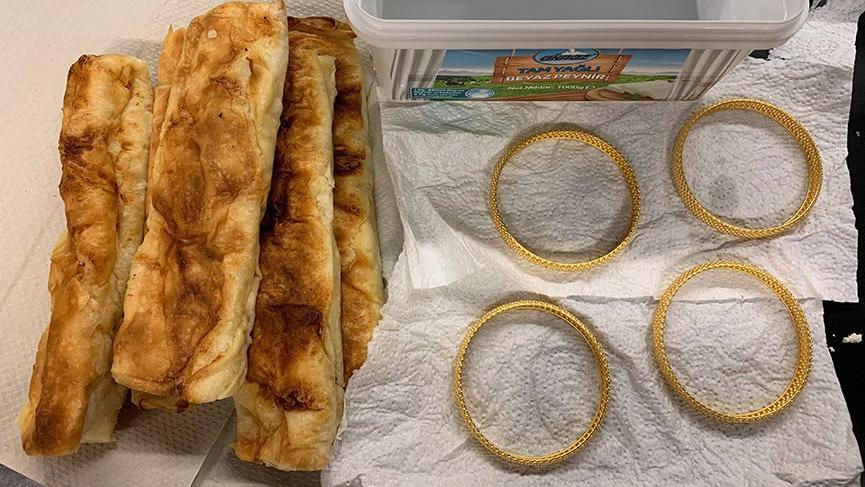 Böreğin altına gizlenen altınlar gümrük polisine takıldı