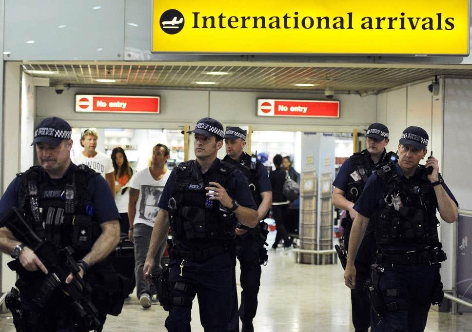 Türkiye'den gelen bir kişi 'terör şüphesiyle' Heathrow Havaalanı'nda gözaltına alındı