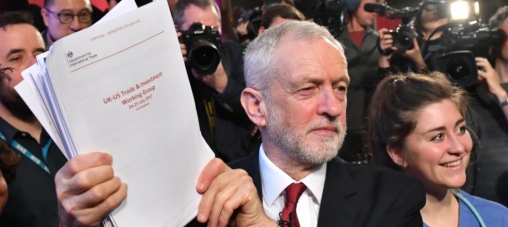 Corbyn, Brexit sonrası NHS'in ABD'ye satılabileceğini gösteren belgeler paylaştı