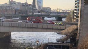 London Bridge bıçaklı bir kişi polis tarafından vuruldu
