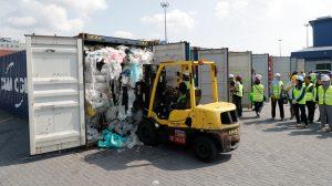 İngiltere kaçak yolla Malezya'ya 42 konteyner plastik atık göndermiş