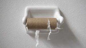 Dünyayı bölen tartışma: Yıkayarak mı, silerek mi temizlenmeli?