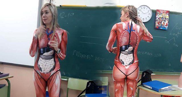 İspanyol öğretmen kostümüyle öğrencilerini şaşkına çevirdi