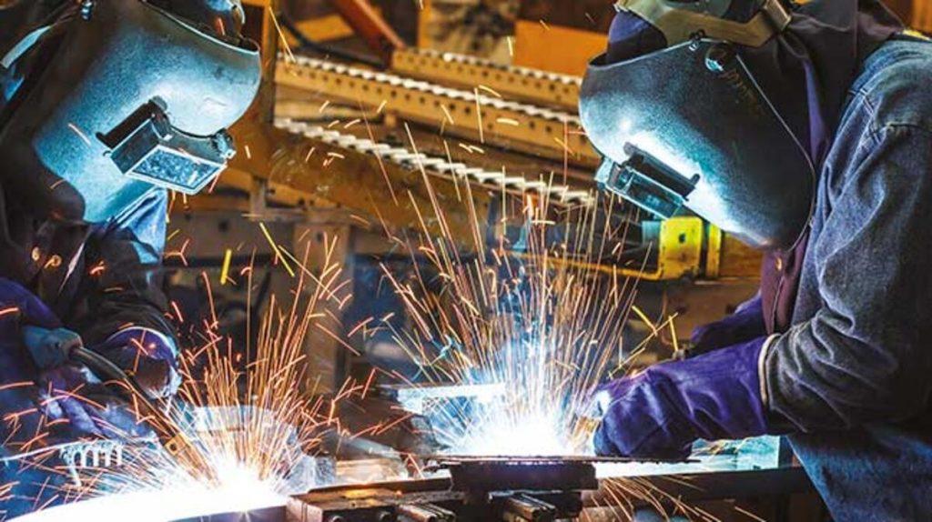 İngiltere'de imalat sektörü yedi yılın en kötü performansını gösterdi