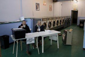 Çamaşırhaneden karavana fotoğraflarla İngiltere'de ilginç seçim merkezleri