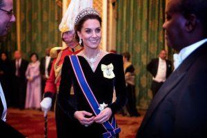 Kate Middleton saraydaki resepsiyona Prenses Diana'nın tacıyla katıldı
