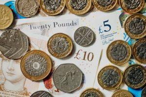 Pound seçimin ardından değer kazanıyor