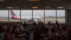 'Kötü koktukları için' uçaktan indirilen Yahudi aile American Airlines'a dava açtı