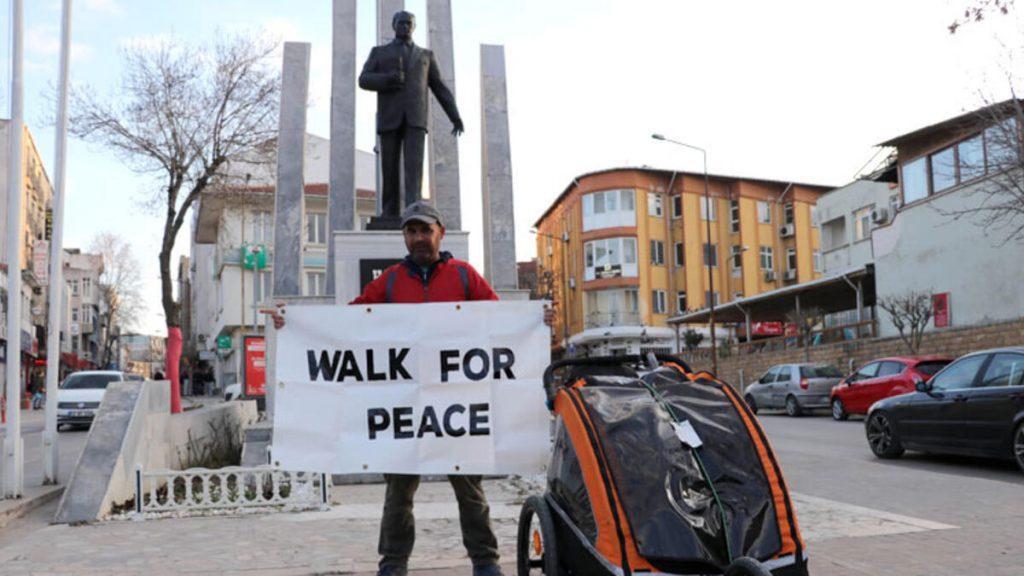 İslamiyet'i tanıtmak için Manchester'dan Mekke'ye yürüyen adam Edirne'de