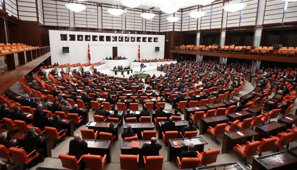 Türkiye Libya'ya asker göndermek için Meclisten onay aldı