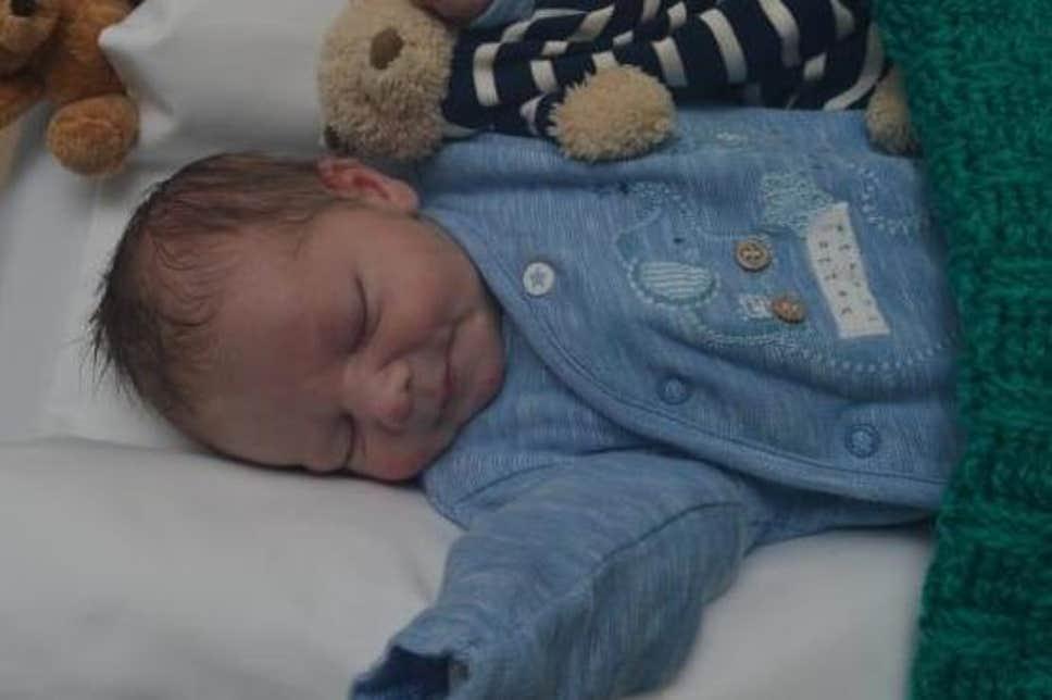 Polis Hackney'de sokağa terkedilen bebeğin annesini arıyor