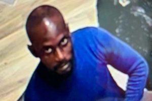 Kuyumcuya giren hırsız 13 bin poundluk küpe yuttu