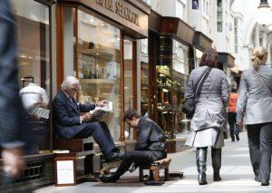 """""""Gençlerin Londra hayali süper zengin elitler tarafından yıkıldı"""""""