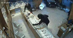 Arabayla kuyumcuya girip soygun yapan adama 10 yıl hapis