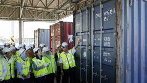 Malezya hükümeti İngiltere dahil 11 ülkeden gönderilen çöpleri geri yolladı