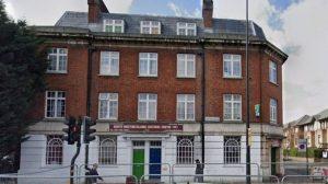 Londra'da bir caminin yakınlarında İslam karşıtı graffitiler çizildi