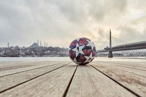 """UEFA'dan Şampiyonlar Ligi'ne """"İstanbul"""" temalı top"""
