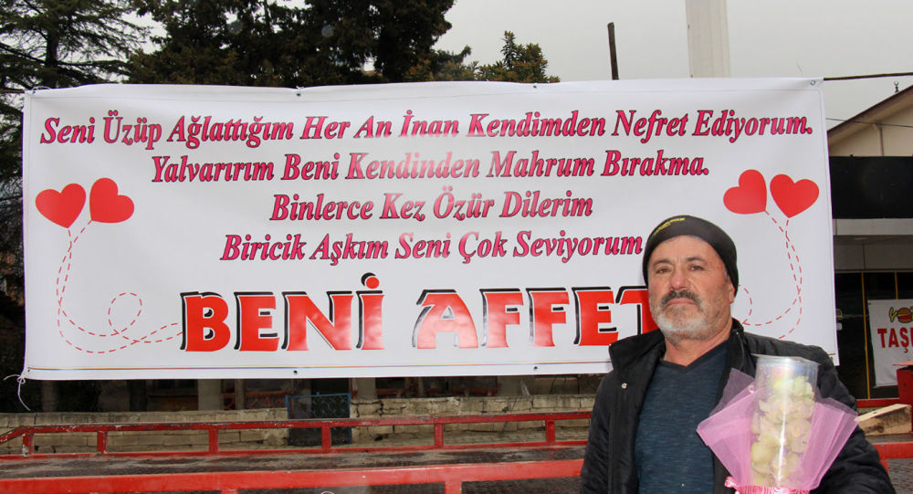Barışmak için 'Aşkım beni affet' pankartı açtı, karısı polise şikayet etti