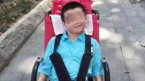 Çin'de babası karantinaya alınan engelli çocuk hayatını kaybetti