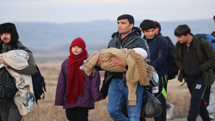 Avrupa'ya geçmek isteyen bazı mülteciler sınıra ve otogarlara gidiyor