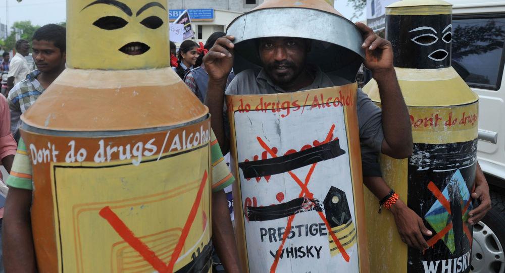 Hindistan'da musluklardan su yerine alkol aktı