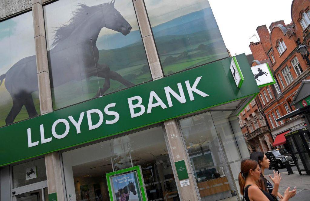 İngiliz bankaları internet bankacılığına geçtikçe işten çıkarmalar artıyor