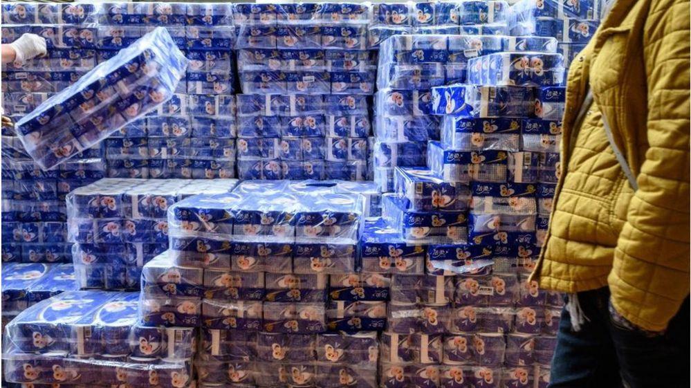 Koronavirüs nedeniyle tuvalet kağıdı sıkıntısı yaşanan Hong Kong'da bıçaklı tuvalet kağıdı soygunu