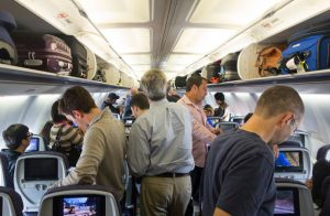 Uçak iner inmez yerinden kalkan yolculara para cezası